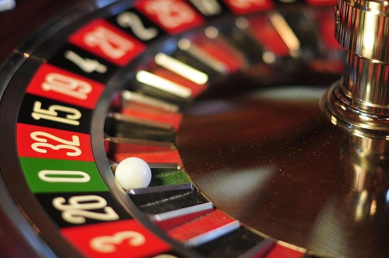 El Confidencial uppger att Urdangarín nyligen setts spela bort tusentals euro på casino, i London.