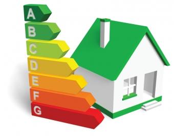 Ägare till bostad är sedan förra året skyldig att skaffa energiintyg vid planerad uthyrning eller försäljning. Bedöm-ningen baseras på en grundlig analys av bostaden, som inkluderar råd om hur den kan göras mer energisnål.