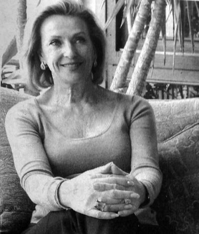 Ann-Christin Hensher har arbetat som fotograf, syr sina egna kläder, är utbildad i att laga mat. Och hon är advokaten som skriver deckare.