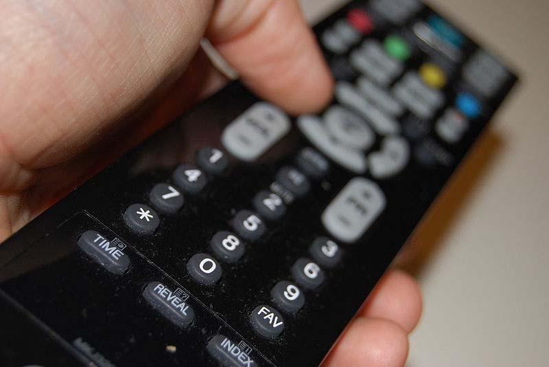 Kanalinställningarna måste göras om före årsskiftet och många bostadsföreningar måste även justera sina tv-antenner.
