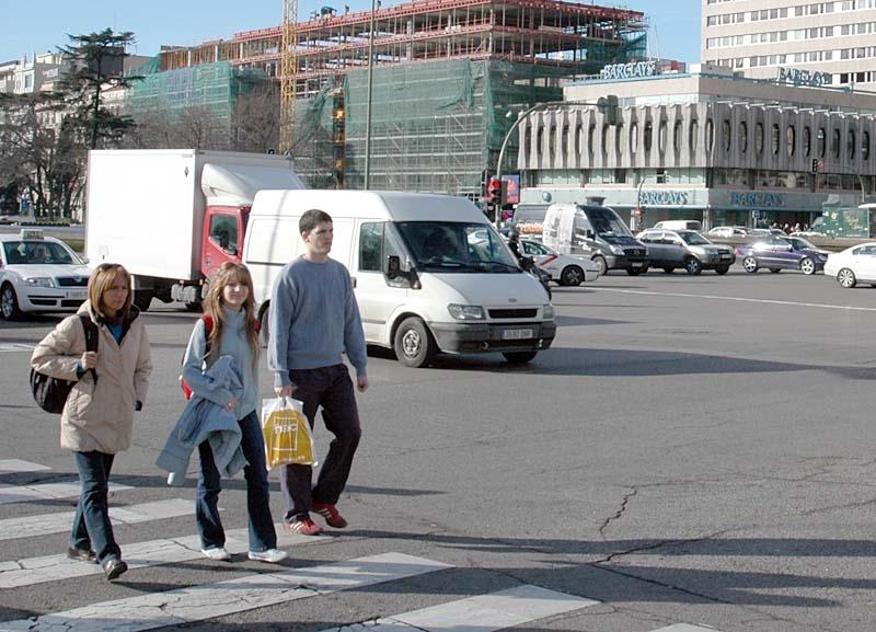 Trafikverket DGT vill införa hastighetsbegränsning och alkoholkontroller för fotgängare.