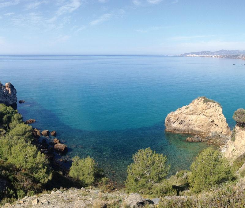 Klippkusten vid Maro–Cerro Gordo är ett naturskyddat område med fantastiska badvikar och underbar utsikt mot bland annat Nerja.