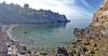 Intill Playa de los Cañuelos finns en vacker och mycket lockade vik med kristallklart vatten.