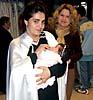 Rosa María Rodriguez Ruíz har kommit för att prova ut sin tunika. Hon går sedan tio år tillbaka med i processionen som nazareno.