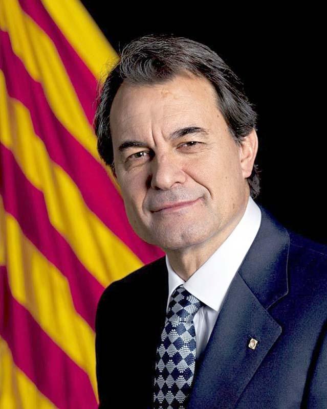 Regeringspartiet vill stoppa Artur Mas genom att utöka Författningsdomstolens befogenheter.