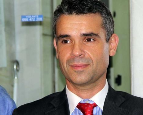 Marbellas borgmästare José Bernal vill samordna olika former av hjälp till flyktingar.