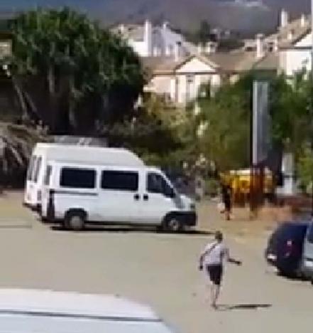 Skottlossningen filmades av en intillboende i San Pedro Alcántara.