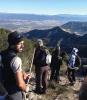 När vi kommer upp på krönet har vi utsikt inte bara mot Afrika, utan även mot Málaga stad och Sierra Nevada i horisonten.