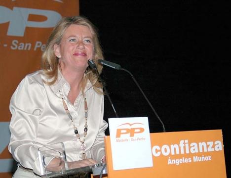 Enligt PSOE är tidigare PP-borgmästaren Ángeles Muñoz´ mobilräkningar upprörande.