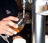En öl bör serveras kall, men inte alltför kall, och ska drickas ur glas.