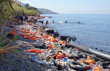 Behovet är stort bland flyktingarna på Lesbos, bland annat av skor, strumpor, barnvagnar och rullstolar.