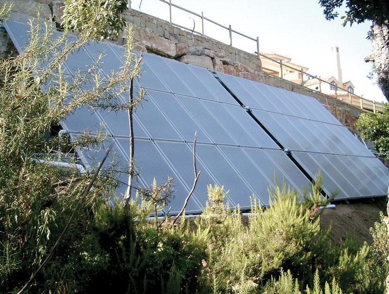 Termiska anläggningar utnyttjar solen för uppvärmning av både vatten och sol. Med framförhållning kan man upprätta integrerade system som är både praktiska och komfortabla. Foto: Técnicas Maro