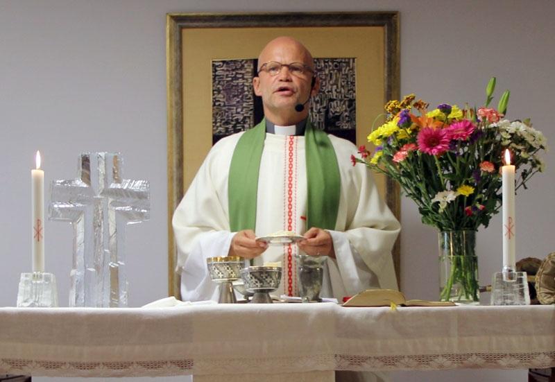Svenska kyrkans präst på Costa del Sol Mikael Jönsson förstår att det planerade månggiftet är kontroversiellt, men trodde inte att reaktionerna skulle vara så häftiga.