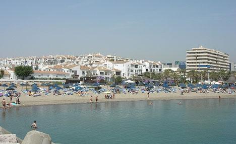 De utpekade restaurangerna ligger på Levante-stranden, öster om Puerto Banús.