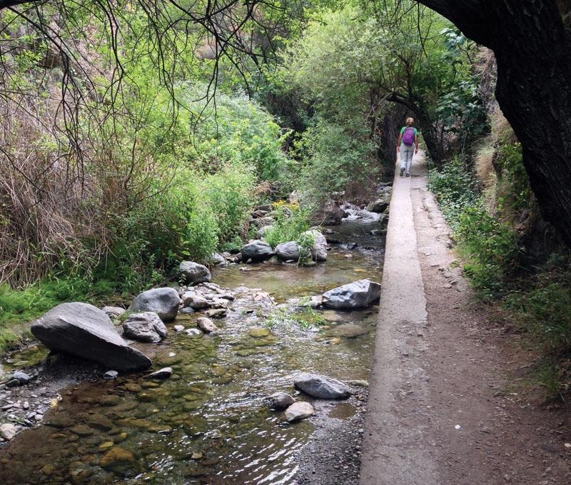 Floden Monachil har sin källa vid toppen El Veleta, den näst högsta i massivet Sierra Nevada.