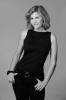 Mi Ridell är känd i Sverige för sina roller både på teaterscenen och i tv. Sedan 2013 vistas hon stora delar av året på Costa del Sol, där hon även skrivit boken.