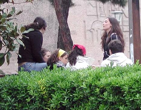 Andelen sysslolösa ungdomar är fortfarande stor i Spanien.