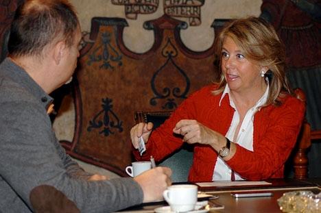 Det blir garanterat en ny kaffestund med Ángeles Muñoz. Den på bilden är när hon fortfarande var borgmästare och av Sydkusten utsågs till Årets Svensk på Costa del Sol.