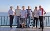 Stolta styrelsemedlemmar njuter av Nerjas novembersol. Från vänster Bo Viklund (vandringar), Lars Joelson (ordförande), Christer Bertling (aktivitetsledare), Bo Holmlund (petanca), Gunhild Rydén (programansvarig) och Ragnar Sandsten (webmaster).