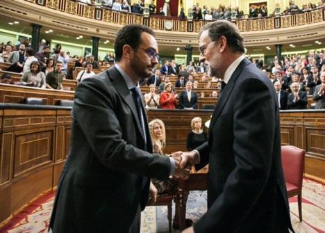 För socialistpartiet PSOE är den bästa nyheten 2016 att året snart är över. I slutet av oktober möjliggjorde de Rajoys omval som regeringschef och det var enligt deras uppfattning det minst dåliga alternativet.