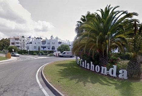 Borgmästaren i Mijas Juan Carlos Maldonado besökte 10 februari Calahonda för att försöka lugna de boende. Foto: Google Maps