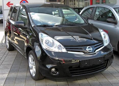 Ett ögonvittne hade uppgivit att olycksbilen var en svart Nissan, som den på bilden.