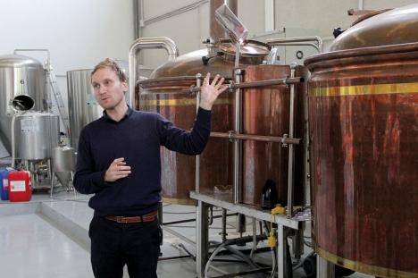 Efter många år i vinbranschen har Frederik Avenstrup gått över till att producera öl i Manilva tillsammans med sin svärfar Mads Soerensen.