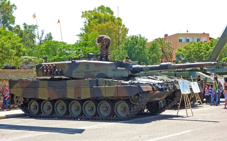 Det är första gången Spanien skickar pansarvagnar av typen Leopard på utlandsuppdrag. Foto: Outisnn/Wikimedia Commons