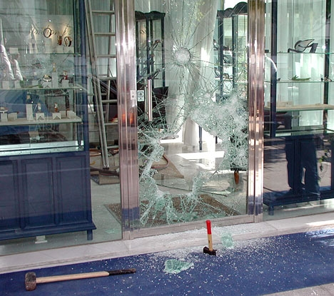 Foto från ett tidigare rån mot en juvelerarbutik i Puerto Banús.