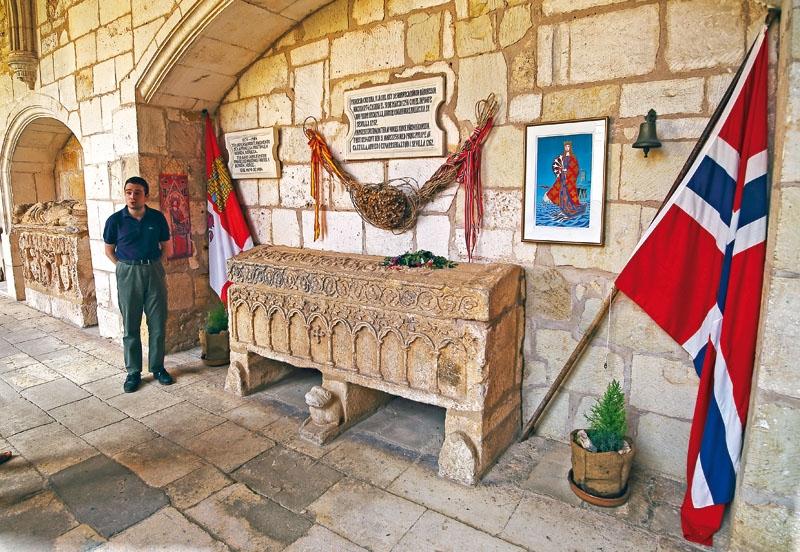 Vacker vila Den imponerande gotiska sarkofagen blev prinsessan Kristinas sista anhalt på en lång resa. Hon avled i Sevilla bara fyra år efter att hon anlänt tlll Spanien. Foto: David Pineda Svenske