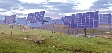 Det är lätt som elabonnent att agera som ett får och tro att energimarknaden är reglerad på bästa tänkbara sätt. Spanska elbolag bryter dock mot EU-direktiven, bland annat vad gäller den beryktade solskatten.