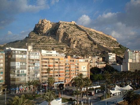 En överklagan från Partido Popular i Alicante tvingar kommunledningen att återupprätta ett 50-tal gatunamn som hyllar den tidigare Francoregimen. Foto: Zarkos/Wikimedia Commons