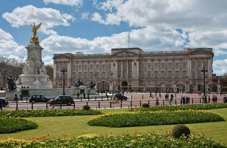 Spanska kungaparet ska inhysas i Buckingham Palace, som drottning Elizabeths gäster. Foto: Diliff/Wikimedia Commons