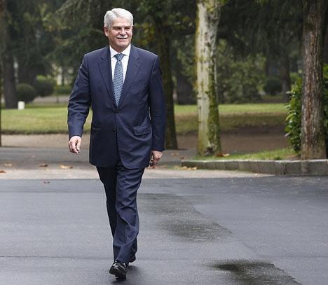 Spaniens utrikesminister Alfonso Dastis bekräftar att Spanien studerar hur utländskt inblandning ska förhindras i kommande val.