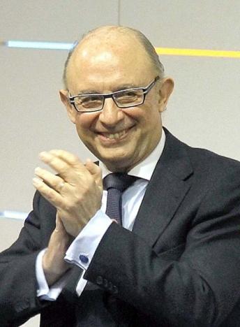 Skatteministern Cristóbal Montoro har svårt att dölja sin tillfredsställelse över det uppfyllda underskottsmålet.