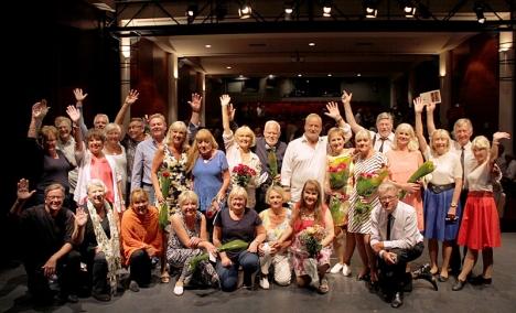 Den stora ensemblem efter sista föreställningen i Centro Cultural Villa de Nerja.