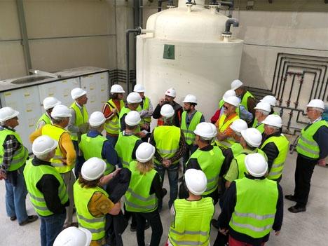 Reningsverket i Nerja fick nyligen besök av en grupp lokala skandinaver, som är bekymrade över förseningarna i projektet. Foto: Lars Joelson