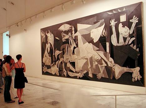 Picassos berömda tavla kunde inte hemförlovas förrän flera år efter diktatorn Francos död och hänger i dag i Centro Reina Sofía, i Madrid.