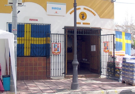 Svenskar i Spanien har enligt insändarskribenten ett grundat rykte om sig att vara allmänt sura och undanglidande.