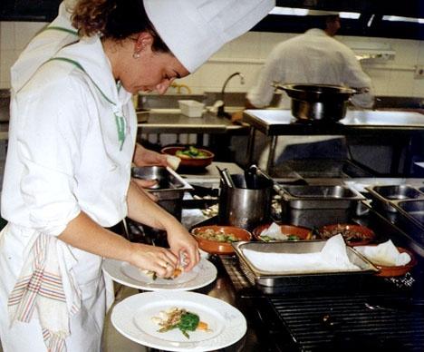Alla spanska stjärnkrogar har ett visst antal elever som arbetar gratis, mot mat och husrum.