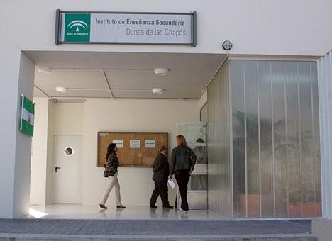 De fem högstadieelever som deltagit i rollspelet uppges alla vara flickor av ryskt ursprung som går i skolan i östra Marbella.