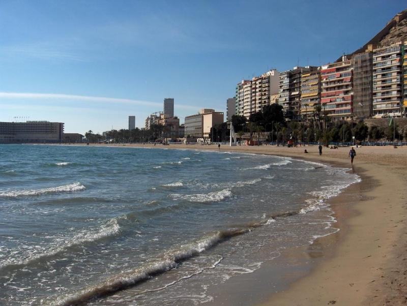 Tragedin inträffade på stranden El Postiguet, i Alicante.