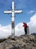 På 1 500 meters höjd kan det vara ganska friskt, även om temperaturen är behaglig vid kusten. Vindtygsjacka rekommenderas.