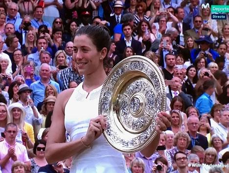 Garbiñe Muguruza upprepade 15 juli sin tränare Conchita Martínez bravad, genom att vinna Wimbledontiteln. Foto: Movistar +