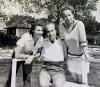 Erik von Bayer med hustru Elvi till vänster och sin syster. Foto: Privat