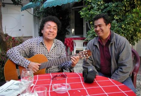 Marco Rios (känd från Björnes magasin) och Roberto Noel turnerar i de svenska folkparkerna i sommar.