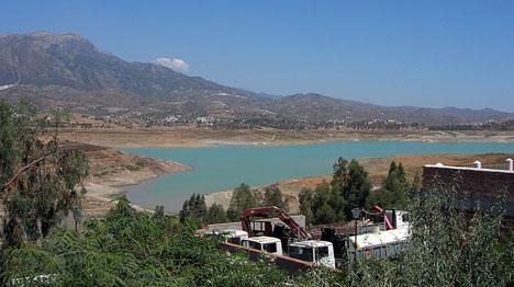 Vattenresurserna i La Viñuela understiger nu dem som krävs för att slippa restriktioner.