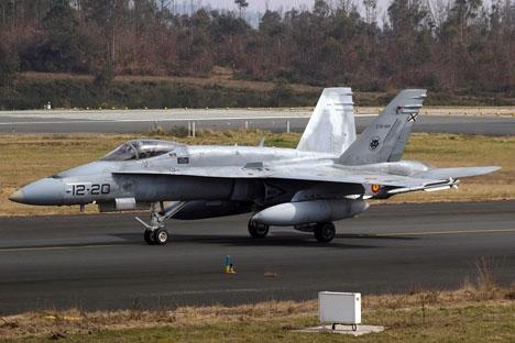 Spanskt jaktflyg av modellen F-18. Foto: Bene Riobó/Wikimedia Commons