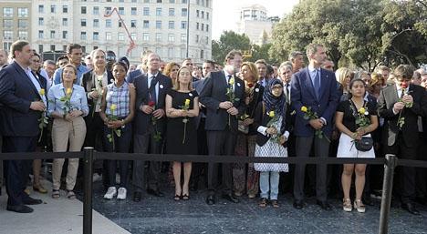 Kung Felipe och samtliga ledande politiker i Spanien tågade sida vid med olika folkgrupper i Barcelona.