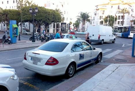 Kvinnan uppger att hon tog en taxi vid fyratiden på morgonen 27 augusti vid Puerto Banús. Den på bilden har ingen direkt koppling till fallet.